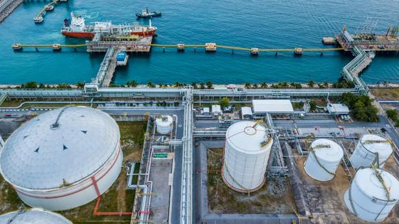 Overhead view of an LNG terminal.
