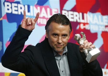Director Richard Linklater poses with his Silver Bear for Best Director for his film 'Boyhood' during a news conference after the awards ceremony of the 64th Berlinale International Film Festival in Berlin February 15, 2014. REUTERS/Thomas Peter