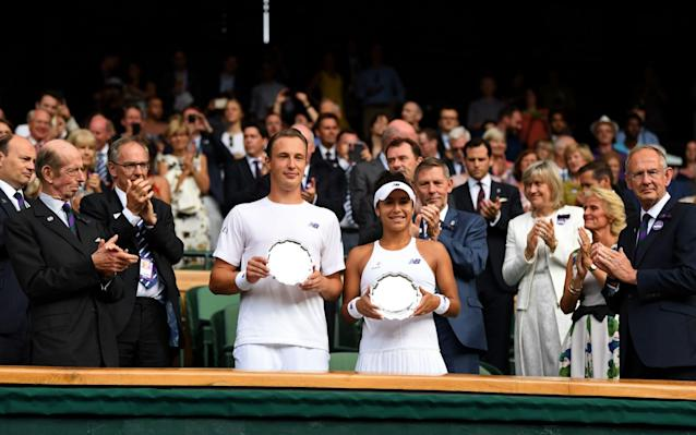<span>Henri Kontinen and Heather Watson collect their runner-up plates</span>