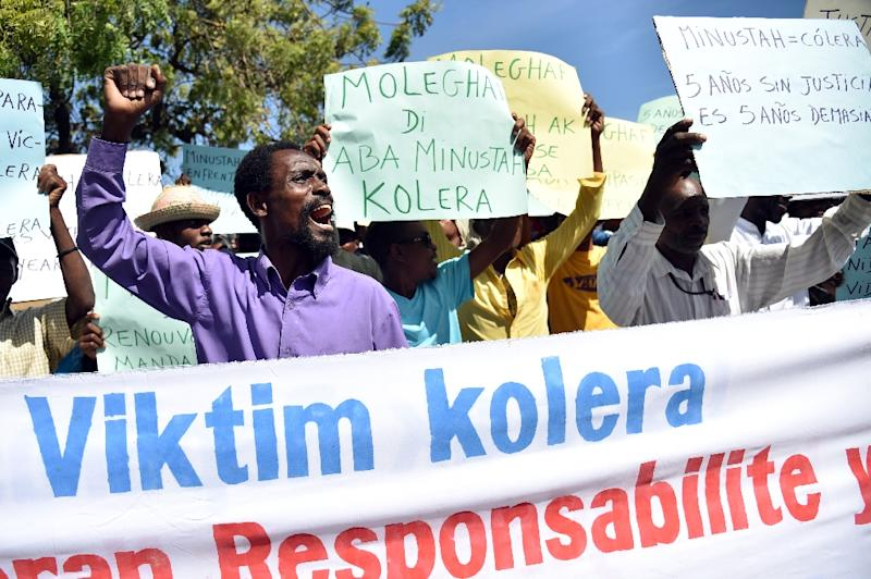 Haitian activists and victims of cholera in Haiti rally in front of the UN Stabilization Mission in Haiti, in Port-au-Prince on October 15, 2015 (AFP Photo/Hector Retamal)