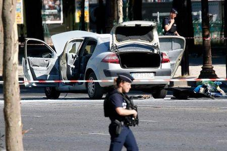 Auto rams police van on Paris' Champs Elysees, driver dead