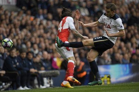 Britain Football Soccer - Tottenham Hotspur v Arsenal - Premier League - White Hart Lane - 30/4/17 Arsenal's Hector Bellerin in action with Tottenham's Jan Vertonghen Reuters / Toby Melville Livepic