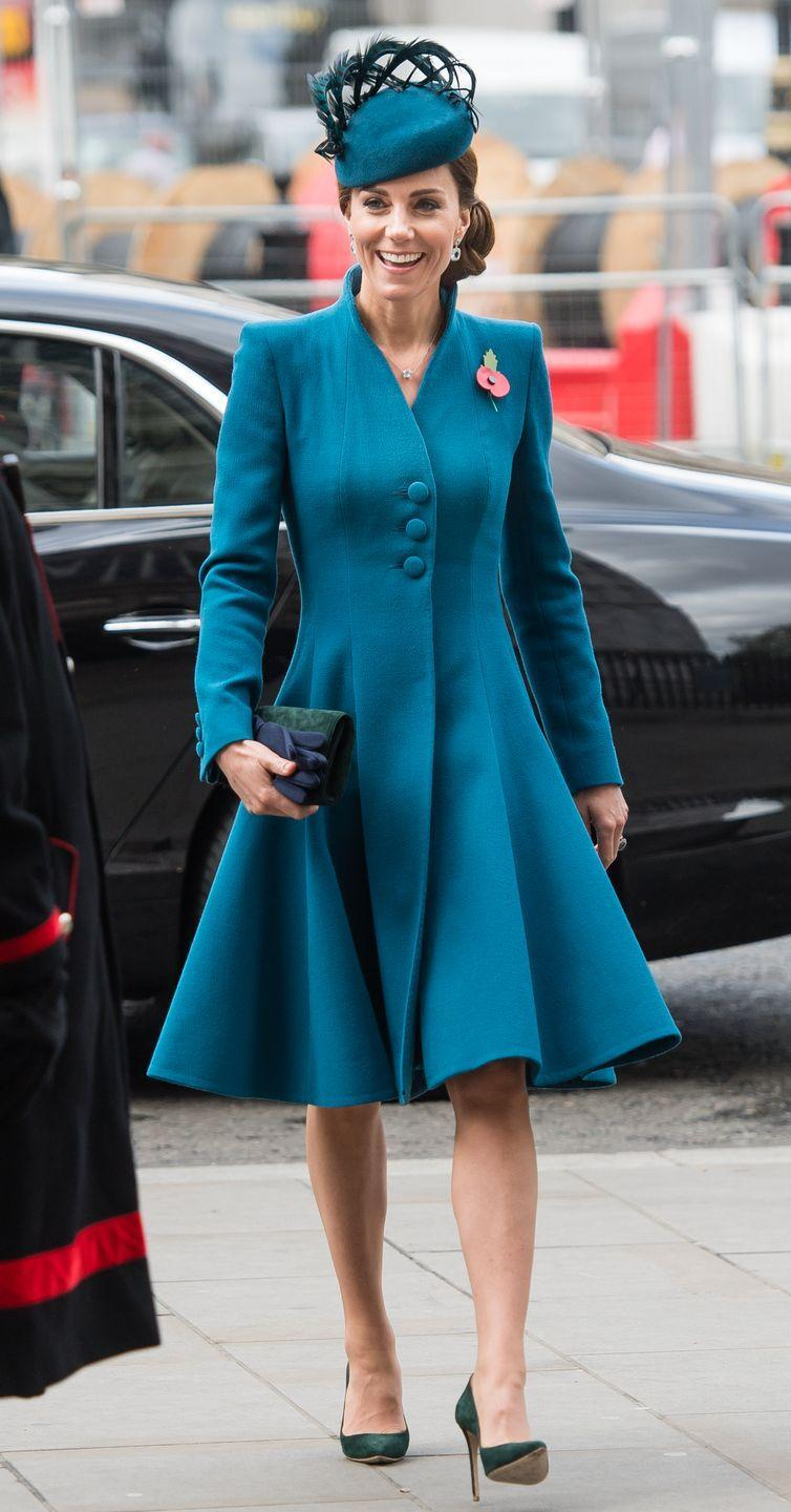 <p>The Duchess of Cambridge arrived at this year's Anzac Day service wearing a bright blue coatdress and matching hat. </p>