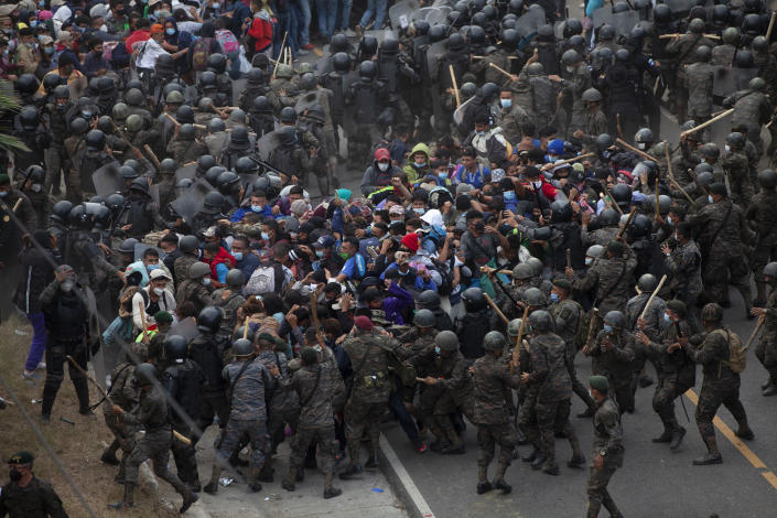 Honduran migrants clash with Guatemalan soldiers in Vado Hondo, Guatemala, Sunday, Jan. 17, 2021. Guatemalan authorities estimated that as many as 9,000 Honduran migrants crossed into Guatemala as part of an effort to form a new caravan to reach the U.S. border. (AP Photo/Sandra Sebastian)