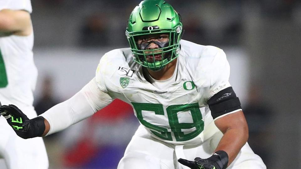 Penei Sewell in offensive line stance