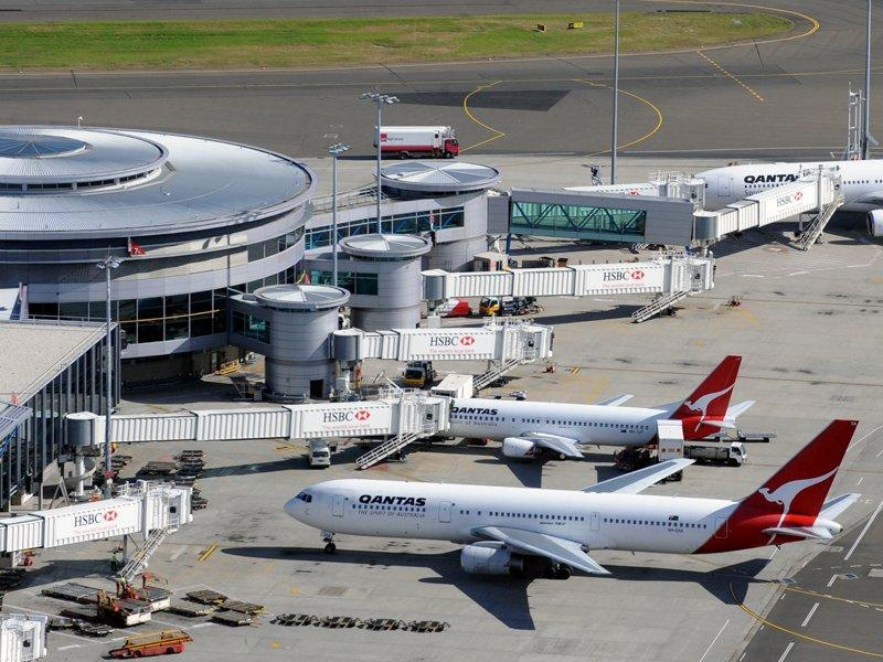 Qantas CEO backs second Sydney airport