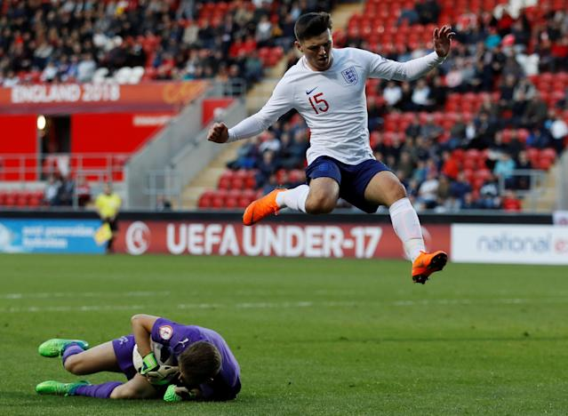 Soccer Football - UEFA European Under-17 Championship - Group A - Switzerland v England - AESSEAL New York Stadium, Rotherham, Britain - May 10, 2018 England's Bobby Duncan in action with Switzerland's Lucio Soldini Action Images via Reuters/Lee Smith