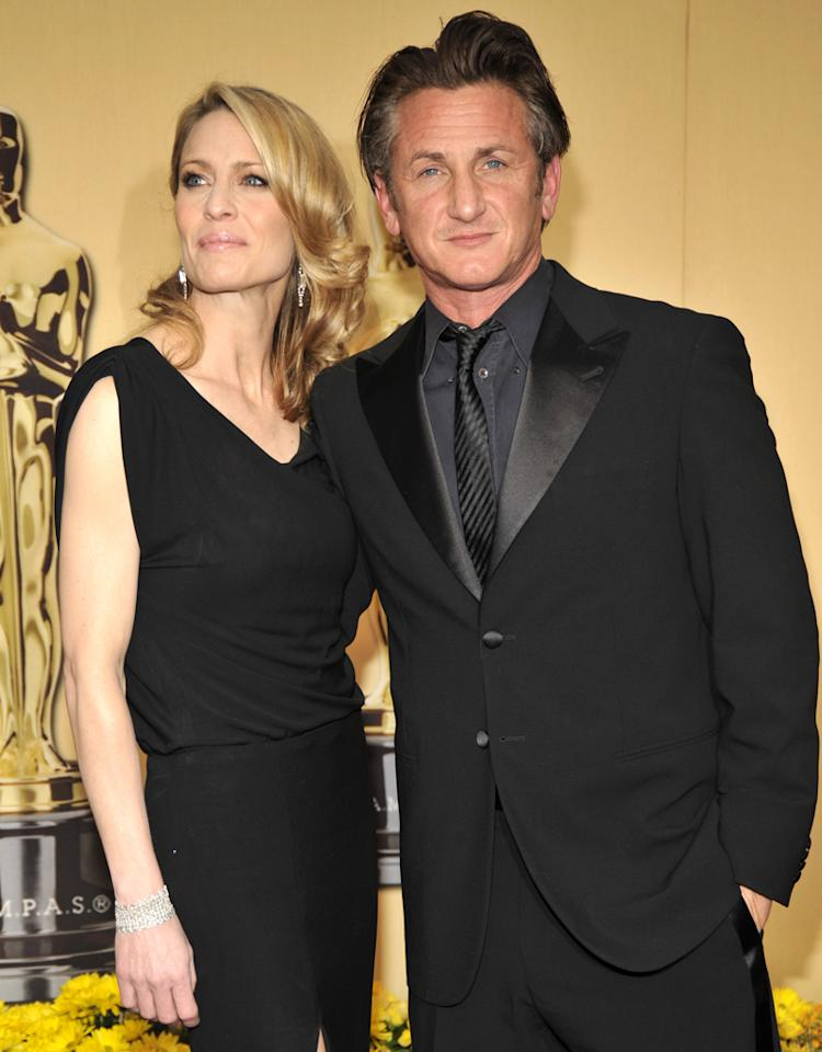 HOLLYWOOD - MARCH 09:  Robin Wright Penn and Sean Penn arrives at the 81st Annual Academy Awards held at The Kodak Theatre on February 22, 2009 in Hollywood, California.  (Photo by Kevin Mazur/WireImage)