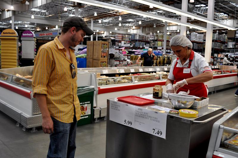 a7dcf8d23dddf3 8 Things Costco s Free-Sample Employees Want You to Know