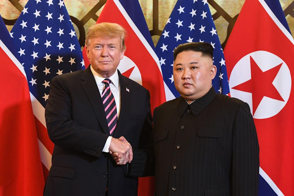 """Former President <a href=""""https://www.huffpost.com/news/topic/donald-trump"""" target=""""_blank"""" rel=""""noopener noreferrer"""">Donald Trump</a>reportedly made an unusual offer to North Korean dictator <a href=""""https://www.huffpost.com/news/topic/kim-jong-un"""" target=""""_blank"""" rel=""""noopener noreferrer"""">Kim Jong Un</a> during their <a href=""""https://www.huffpost.com/entry/trump-kim-jong-un-greet-handshake-second-summit-hanoi_n_5c767832e4b062b30eb99bf2"""" target=""""_blank"""" rel=""""noopener noreferrer"""">2019 summit in Hanoi</a>.  (Photo: SAUL LOEB via Getty Images)"""