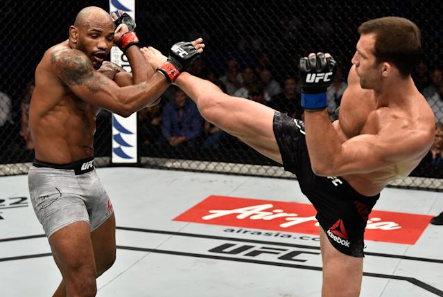 Rockhold tells Yahoo Sports that his body never recovered from the cut down to middleweight in his last fight, against Yoel Romero (L) back in 2018. (Getty Images)