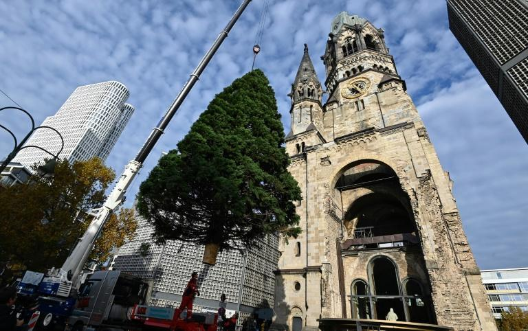 A Christmas market in one of Berlin's main squares is among those going ahead with changes to normal practices to comply with Covid-19 precautions