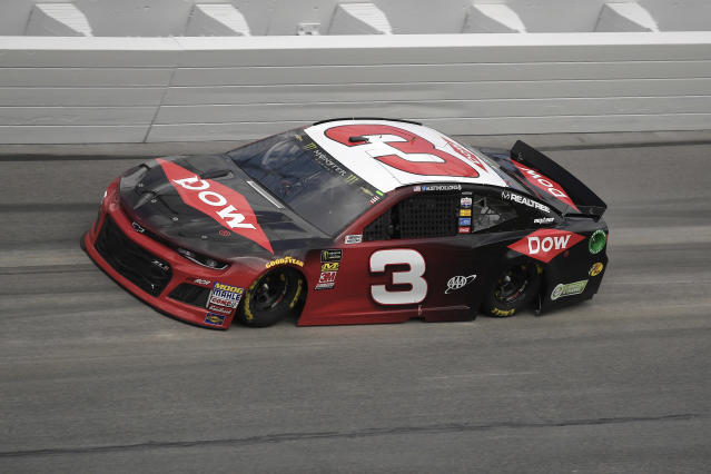 "<a class=""link rapid-noclick-resp"" href=""/nascar/sprint/drivers/1595/"" data-ylk=""slk:Austin Dillon"">Austin Dillon</a> (3) makes his way through Turn 4 during qualifying for the Daytona 500 auto race at the Daytona International Speedway Sunday, Feb. 11, 2018, in Daytona Beach, Fla. (AP Photo/Phelan M. Ebenhack)"
