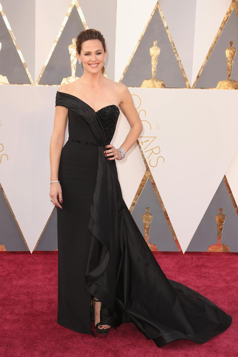 <p>Walking the red carpet just days after revealing the details behind her separation from Ben Affleck, Jennifer Garner showed how to dress post-breakup in a black Versace gown. <i><i>(Photo: Getty Images)</i></i></p>