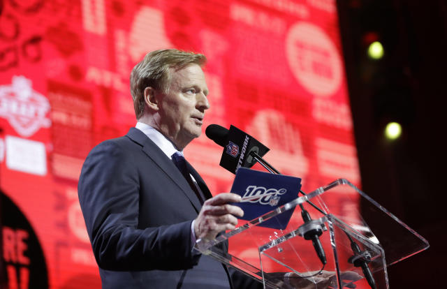 While Roger Goodell may have been out of line with his gag order, Monday's anonymous complaints aren't a great look either. (AP Photo/Mark Humphrey)