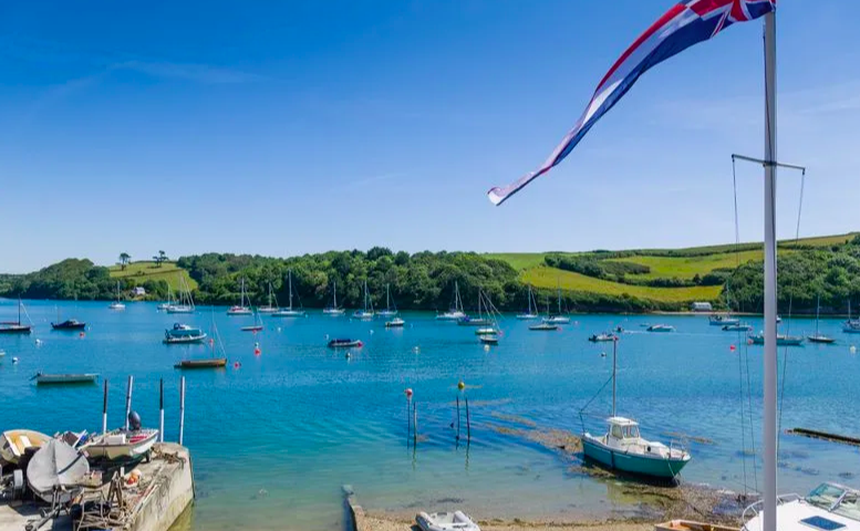 <p>This property has direct water access rights via a tidal slipway to the Percuil River, making it easier than ever to go for a dip. </p>