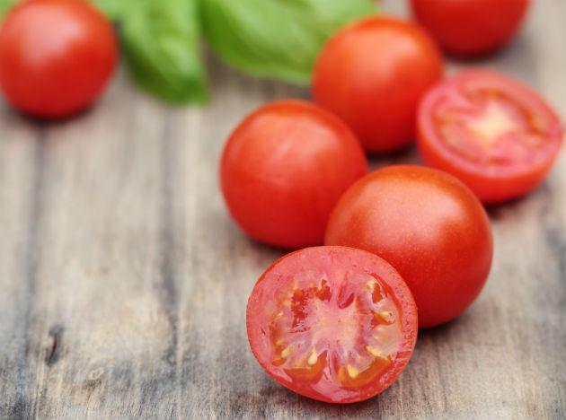 <b>Tomayto or Tomahto</b>- actually is does not matter, 'cause whichever way you say it- tomatoes are always music to your brain. They are a rich source of lycopene. Lycopene is an antioxidant. It fights brain-inflammation and is good for general brain-health.