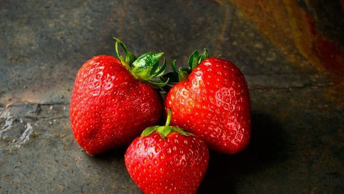 Ilustrasi Buah Strawberry Credit: unsplash.com/Jacek