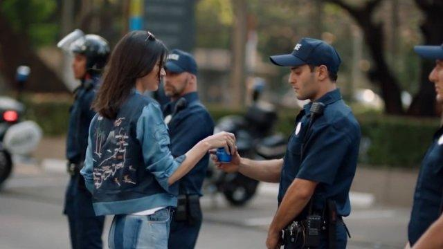 Kendall Jenner Pepsi advert causes outrage and amusement on Twitter