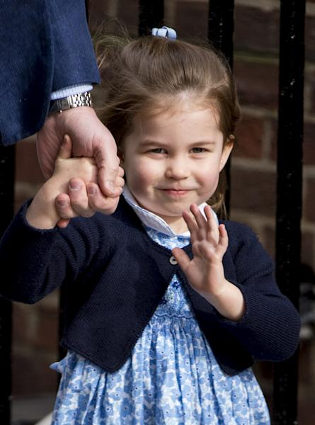 Princess Charlotte and Prince George just arrived to the hospital to meet their little brother, and the photos are too cute for words. I can't handle it.