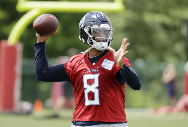 Tennessee Titans quarterback Marcus Mariota is coming off a disappointing season. (AP)