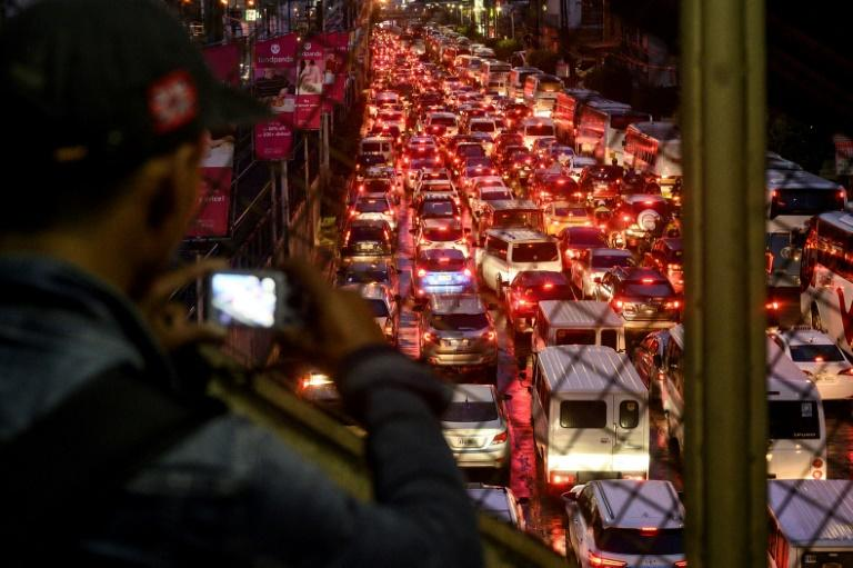 At peak hours, the main arteries of Manila are clogged with idling cars -- a 25-kilometre (16-mile) end to end drive through the main highway can take as long as three hours