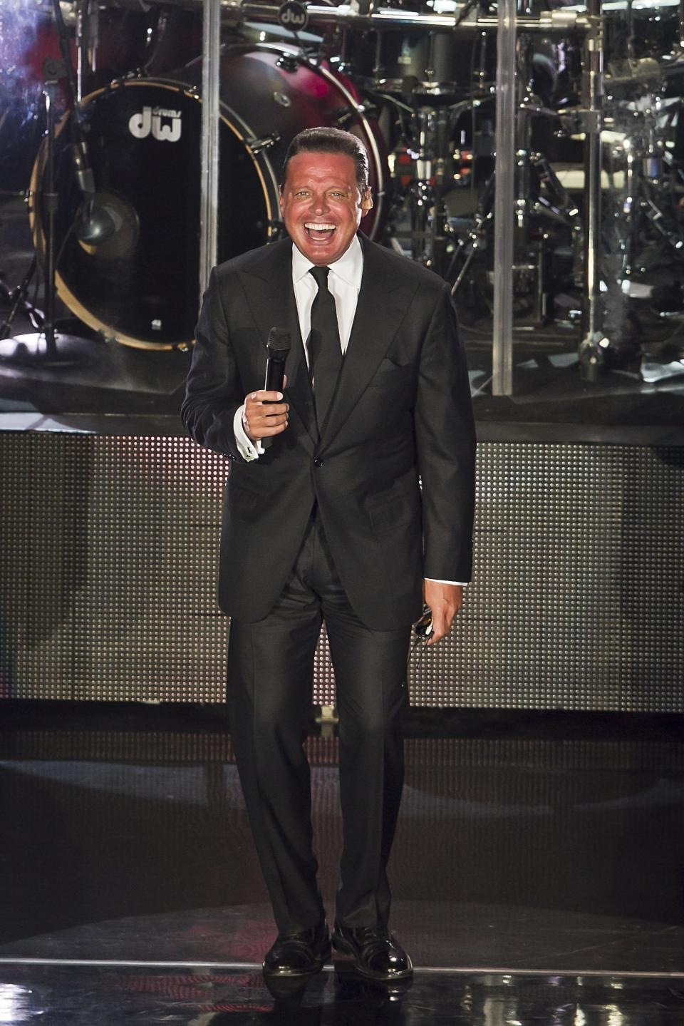 MEXICO CITY, MEXICO - FEBRUARY 12:  Mexican singer Luis Miguel performs during a show at National Auditorium on February 12, 2015 in Mexico City, Mexico. (Photo by Luis Ortiz/Clasos/LatinContent via Getty Images)