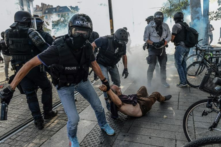 Police arrested protesters in Nantes during a demonstration against police brutality (AFP Photo/JEAN-FRANCOIS MONIER )