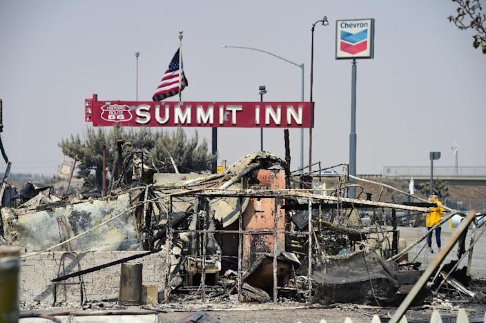 People look at the remains of the Summitt Inn after the Bluecut Fire burnt the historic diner to the ground, in Hesperia, California (AFP Photo/Robyn Beck)