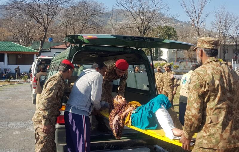 Army soldiers transport an injured woman, who was rescued after a heavy snowfall and avalanches in Neelum Valley, in an ambulance to a hospital in Muzaffarabad