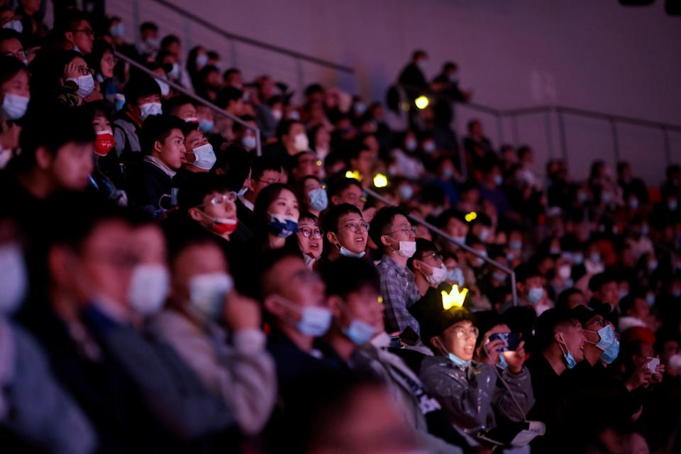 Fans attend the League of Legends (LOL) World Championship Finals, in Shanghai, China October 31, 2020. (Photo: Reuters)