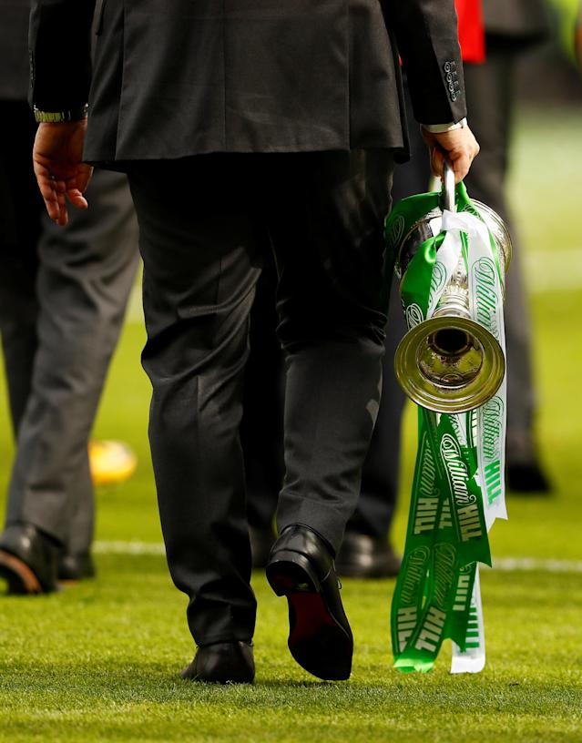 Soccer Football - Scottish Cup Final - Celtic vs Motherwell - Hampden Park, Glasgow, Britain - May 19, 2018 General view of Celtic manager Brendan Rodgers with the trophy after winning the Scottish Cup Action Images via Reuters/Jason Cairnduff