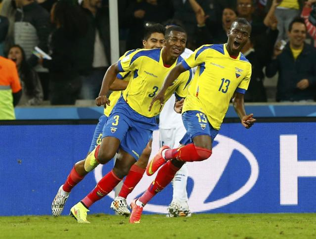 Ecuador's Enner Valencia (R) celebrates after scoring a goal during their 2014 World Cup Group E soccer match against Honduras at the Baixada arena in Curitiba June 20, 2014. REUTERS/Darren Staples (BRAZIL - Tags: SOCCER SPORT WORLD CUP)