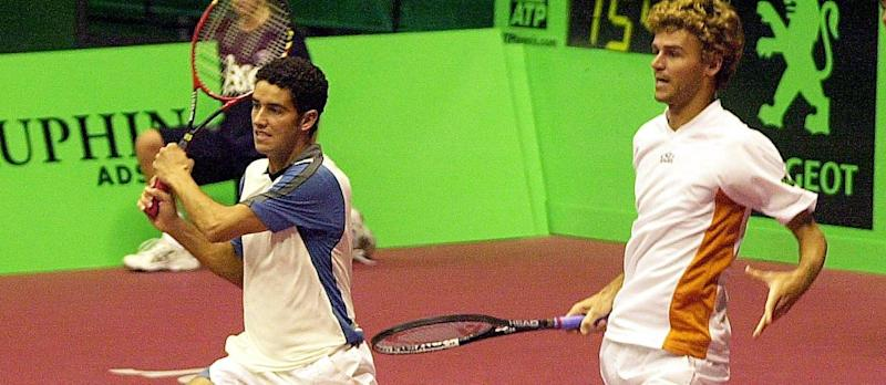 39440240_Brazilian Andre Sa L and Gustavo Kuerten return a ball to French Arnaud Clement and Nicolas.jpg