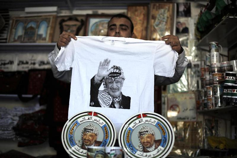 A Palestinian storekeeper displays items bearing portraits of late Palestinian leader Yasser Arafat on November 8, 2014, in Gaza City (AFP Photo/Mohammed Abed)