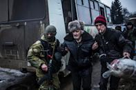 An elderly man is helped by a Ukrainian soldier as civilians are evacuated from the eastern city of Debaltseve, on February 3, 2015 (AFP Photo/Manu Brabo)