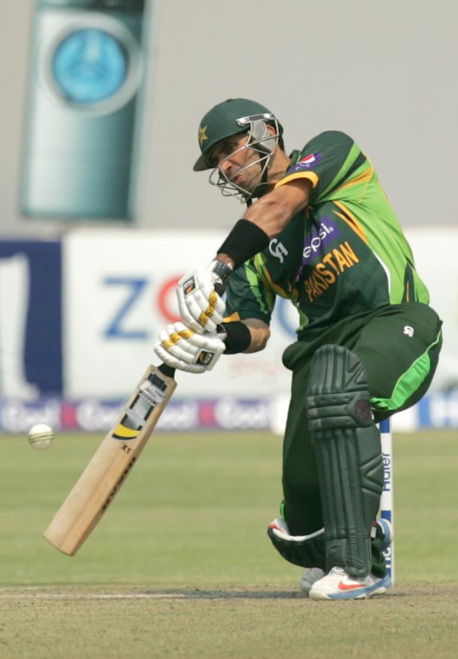 Pakistan captain Misbah Ul Haq (R) bats on August 31, 2013 during the third and final one-day international against Zimbabwe at the Harare Sports Club. AFP PHOTO / JEKESAI NJIKIZANA        (Photo credit should read JEKESAI NJIKIZANA/AFP/Getty Images)