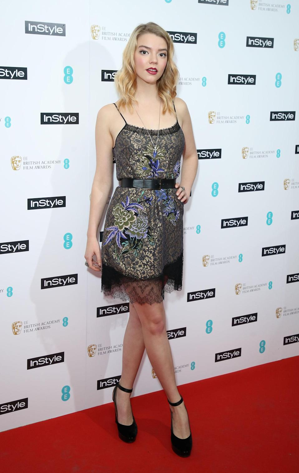 <p>Anya wore a lace minidress with spaghetti straps.</p>