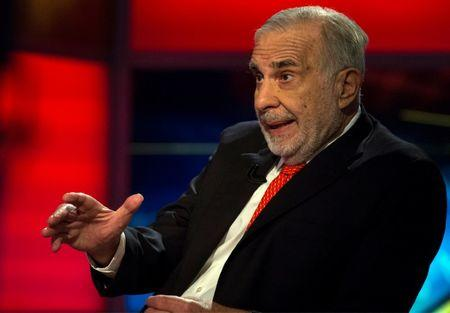 FILE PHOTO:    Billionaire activist-investor Carl Icahn gives an interview on FOX Business Network's Neil Cavuto show in New York February 11, 2014.     REUTERS/Brendan McDermid/File Photo
