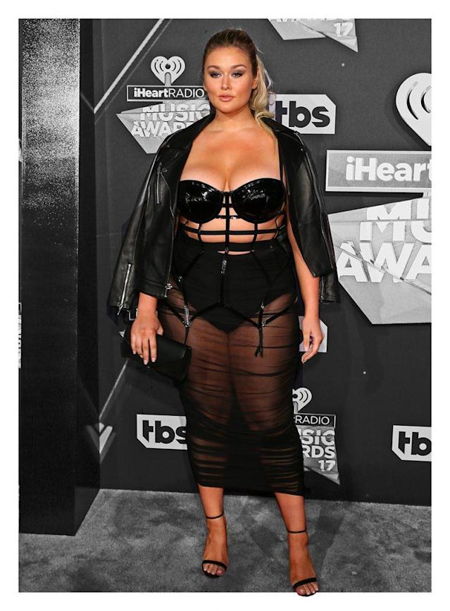 Hunter McGrady's sexy red-carpet look. (Photo: Getty Images)