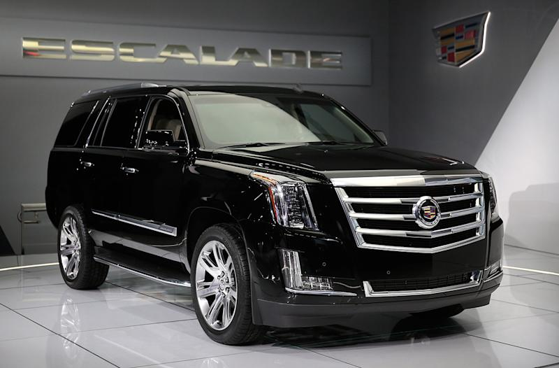 GM Rolls Out $10,000 Discount on Escalade to Fend Off Navigator