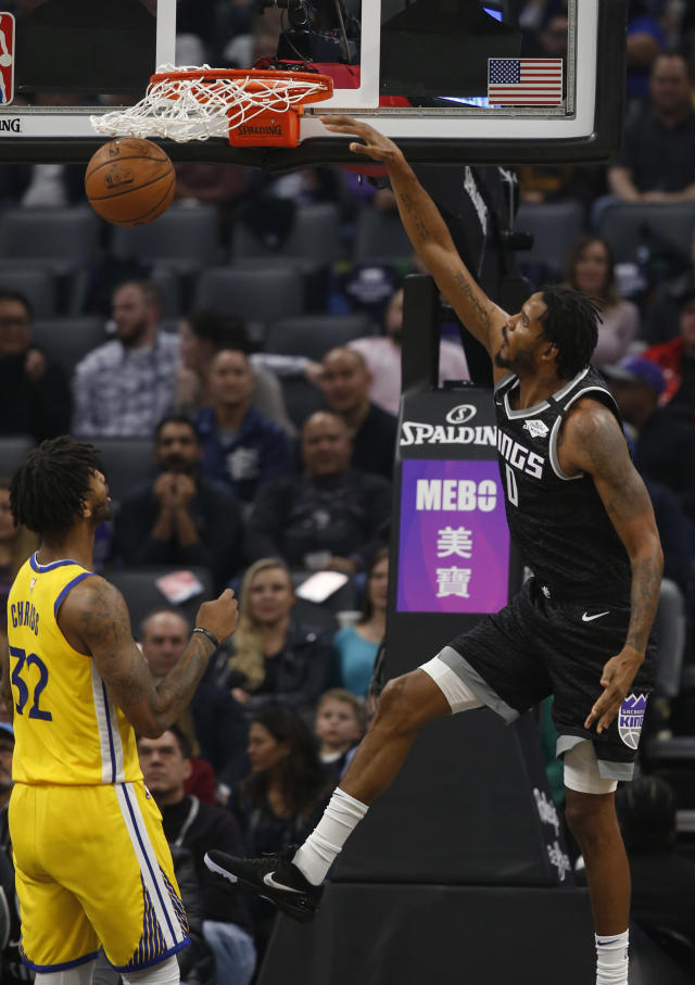 Sacramento Kings forward Trevor Ariza, right, stuffs over Golden State Warriors forward Marquese Chriss, left, during the first quarter of an NBA basketball game in Sacramento, Calif., Monday, Jan. 6, 2020. (AP Photo/Rich Pedroncelli)