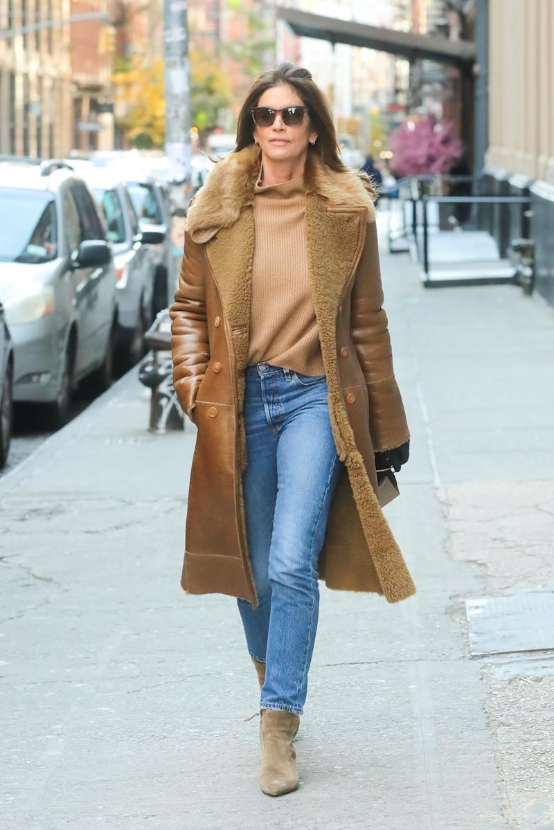 Cindy Crawford's jeans and booties look is a no-brainer.