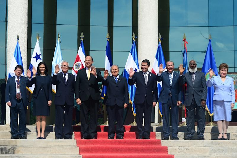 Central American leaders pose for the official picture of the XLVI Summit of Heads of State and Government of the SICA, at the Foreign Affairs Ministry in San Salvador on December 18, 2015 (AFP Photo/Marvin Recinos)