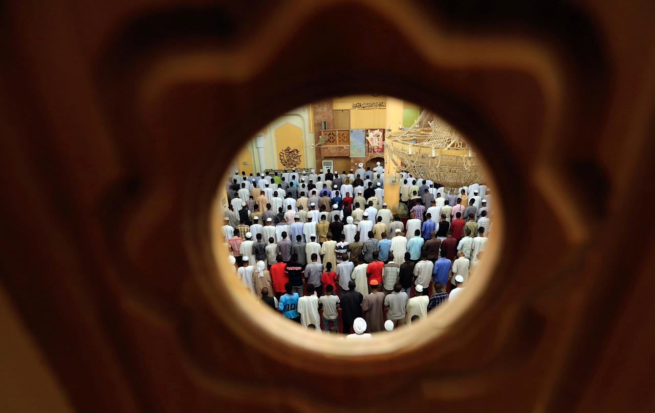 Muslims offer prayers on the second Friday of the holy fasting month of Ramadan in Umdorman mosque, Khartoum, Sudan May 25, 2018. REUTERS/Mohamed Nureldin Abdallah