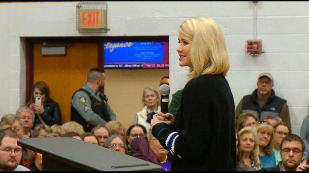 PHOTO: Elizabeth Smart speaks at a Town Hall at Barron High School, March 15, 2019, in Barron, Wisc. (KSTP)