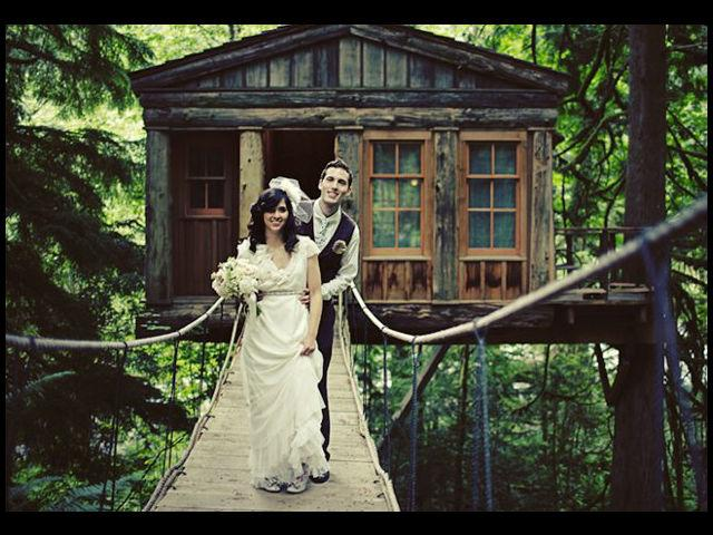 <b>In a tree house</b><br>This Seattle-area couple celebrated their inner child by marrying in a tree house, complete with a wooden footbridge!