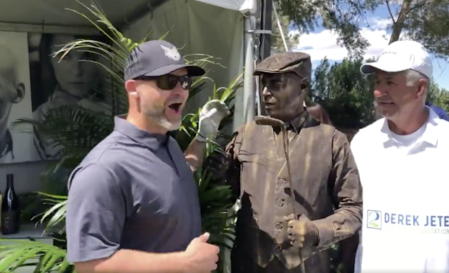 "There was a ""living"" statue at Derek Jeter's golf tournament, and the reactions are priceless"