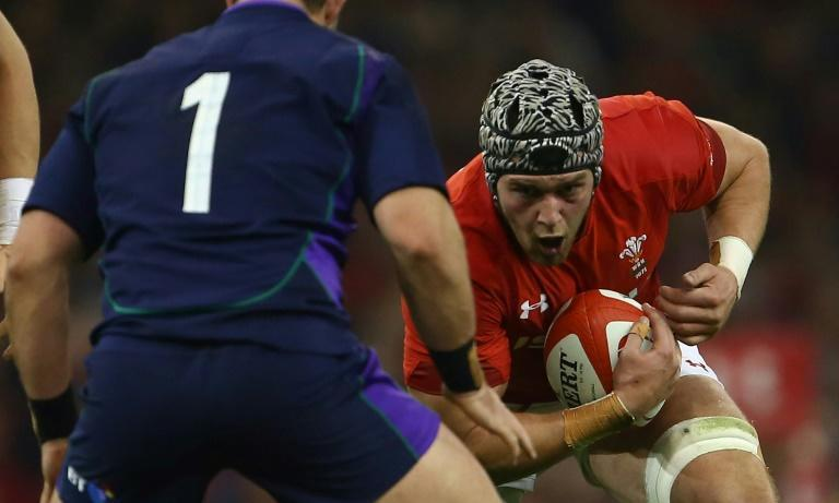 Wales flanker Dan Lydiate (R) is set to play his first Test since November 2018