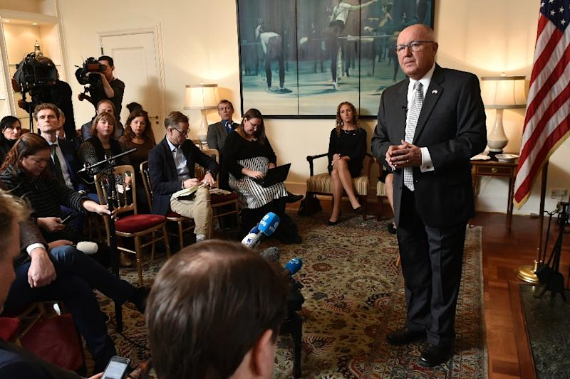 US ambassador to the Netherlands Peter Hoekstra regrets a claim he made that Islamists had brought violence to the Netherlands